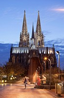 Cologne Cathedral (Hohe Domkirche St. Petrus) at dusk, Cologne, Rhine-Westphalia, Germany.