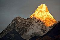 Ama Dablam peak (6856 m). Sagarmatha National Park (Nepal).
