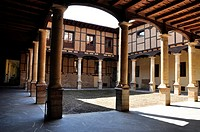 Courtyard of the Palacio Episcopal (Bishop´s Palace), Leon, Castilla-Leon, Spain