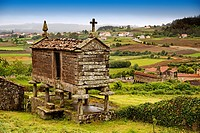 Typical ´horreo´, San Martin de Ozon, Way of St James, La Coruña province, Galicia, Spain