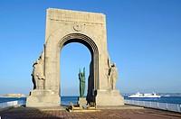 Monument aux Morts d'Orient & Ferry Marseille.