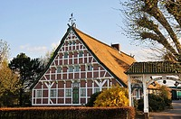 Altländer farmhouse with white ceremonial gate, built by Otto Palm 1660, Stellmacherstraße 9, Neuenfelde, district of the Free and Hanseatic City of H...