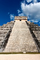 El Castillo, temple pyramid to Mayan serpent god Kukulkan, in Chichen Itza, Yucatan, Mexico.