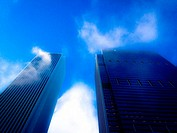 Cloud plumes forming on Aon Center and Blue Cross Blue Shield Building, Chicago, Illinois.