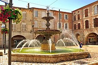 fountain in Place Lafayette, Villeneuve-sur-Lot, Lot-et-Garonne Department, Aquitaine, France.
