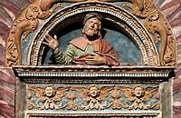Portada renacentista - Catedral de Santa Maria Assunta- Aosta – Val d'Aosta – Italia – Europa.