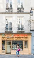 antique shop _le cygne rose_, rue st paul, marais district, paris, ile de france, france.