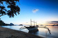 Sunset at Corong Corong beach, El Nido, Palawan in the Philippines.