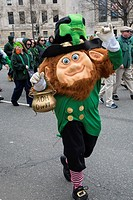 Merry mask image of tipical Irishman, St. Patrick´s Day Parade, Philadelphia, USA.