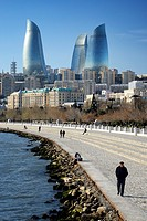Azerbaijan, Baku, Baku Bulvar (Boulevard), promenade running parallel to the Caspian seafront and the avenue Neftçiler Prospekt, the Flame Towers in t...