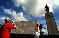Tourists in Monument and mauseleum in honour of the national hero Che Guevara, Santa Clara, Cuba.