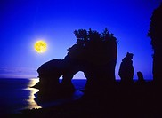North America, Canada, Maritimes, New Brunswick, Bay Of Fundy, Hopewell Rocks, world´s highest tides, flowerpot rocks, moonrise.