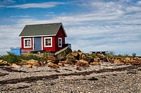 An old wooden lobsterman´s shack on a remote Maine island.