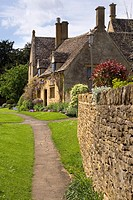 England, Gloucestershire, Cotswolds, Chipping Campden, Cotswold cottages.