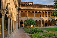 Cloisters. Santa Maria de Pedralbes Monastery, gothic art, XIV Century, Pedralbes, Les Corts, Barcelona, Catalunya, Spain.