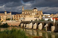 Cathedral, Mosque of Cordoba, Puente Romano, River Guadalquivir, Cordoba, Andalucia, Spain, Europe
