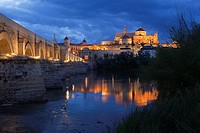 View to the Guadalquivir river and Roman bridge with the Cathedral and Great Mosque at the background in historic centre of Cordoba, Andalucia, Spain,...