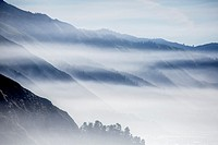 Fog rolls into the highlands along California´s Pacific Ocean Coast at Big Sur.