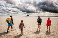 Guided tour to cross Mont Saint Michel bay during low tide (department of Manche, region of Normandie, France).