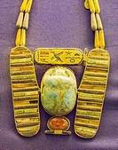Egypt, Cairo, Egyptian Museum, jewellery found in the royal necropolis of Tanis, burial of Psusennes : Pectoral in the shape of a winged scarab, with ...