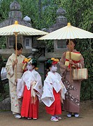 Japan, Kyoto, Zuiki festival, mothers and daughters, Kitano Tenmangu Shrine,.