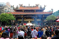 Crowds at the Longshan Buddhist Temple at Chinese New Year in Taipei, Taiwan.