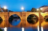 Cabe river and Ponte Vella at night, Monforte de Lemos, Lugo province, Region of Galicia, Spain, Europe.