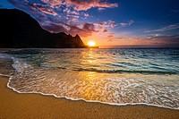 Sunset over the Na Pali Coast from Tunnels Beach, Haena State Park, Kauai, Hawaii USA.