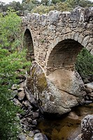 Bridge of La Fonseca. Two kilometers from Villar de Corneja and on the signposted path PRC-AV-11. Valley of el Corneja. Avila. Castilla y León. Spain.