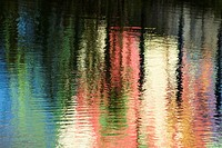 Water canvas for the impressionist painter. Reflected pastels.