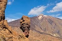 Mount Teide volcano viewed from the Roques de Garcia, Teide National Park, Tenerife, Canary Islands, Spain.