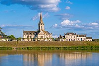 Sainte-Marie-Madeleine church and Loire River banks at Bréhémont Village. Indre-et-Loire Department, Centre-Val de Loire Region, Loire valley, France,...