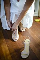 Bride wraps his shoes