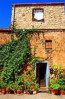 flower pots, La Tallada d´Empordà, Girona, Catalonia, Spain