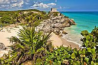 Templo del Dios del Viento, God of Winds Temple guarding Tulum´s sea entrance bay, Caribbean Sea, Maya archeological site, Tulum, state of Quintana Ro...