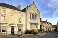 England, Gloucestershire, Cotswolds, Painswick, cotswold stone houses, autumn sun, street scene.