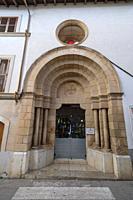 portal de la iglesia de les Trinitàries, neoromanico, 1916, obra del constructor Guillem Barceló, Felanitx, Mallorca, balearic islands, Spain.
