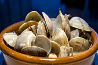 Plato de Almejas en salsa verde a la cazuela / Clams in green sauce. Basque Country, Spain.
