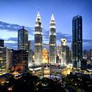 Malaysia, Selangor State, Kuala Lumpur, KLCC (Kuala Lumpur City Center), the Petronas Towers by architect Cesar Pelli