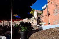 Tourists at a restaurant terrace, Vernazza, Italian Riviera, Liguria, Italy.