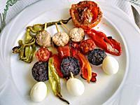 Sausage skewers with vegetables.