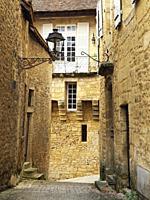 narrow medieval street, Sarlat-la-Caneda, Dordogne Department, Nouvelle-Aquitaine, France.