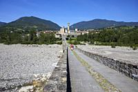 The old hunch-backed Bridge over the Trebbia river, Bobbio, Piacenza Province, Italy.