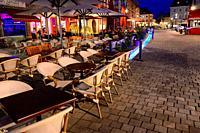 Street scene at night, Maximilianstrasse - main touristic promenade in old town, Bayreuth, capital of Upper Franconia, Bavaria, Bayern, Germany, Europ...