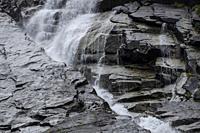 cascada de Nérech, valle de Valier -Riberot-, Parque Natural Regional de los Pirineos de Ariège, cordillera de los Pirineos, Francia.