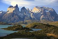 Chile, Magallanes, Torres del Paine, national park, Cuernos del Paine, Lago Pehoe,.