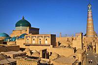 Ouzbekistan, Khiva, patrimoine mondial de l UNESCO, la ville et le minaret Islam Hoja / Uzbekistan, Khiva, Unesco World Heritage, city and Islam Hoja ...