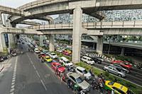 Phaya Thai road traffic near Siam Discorery Center, Bangkok; Thailand.