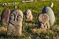 Kirghizistan, province de Chuy, balbals, stèles en pierre sur le site archéologique de l'ancienne ville de Balasagun / Kyrgyzstan, Chuy province, balb...