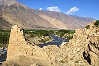 Tadjikistan, Asie centrale, Gorno Badakhshan, Haut Badakhshan, le Pamir, la forteresse de Khaakha dans la vallée du Wakhan, la rivière Panj sépare le ...